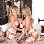 Zwei Blondinen mit geilen Brüsten in Strapse